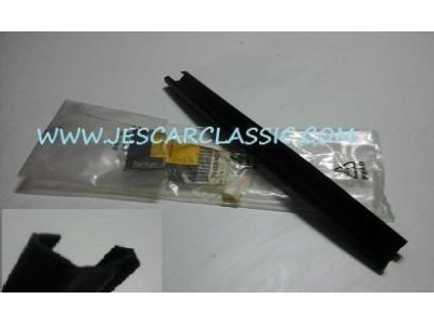 Renault Master II - Perfil de borracha vidro ventilador frente