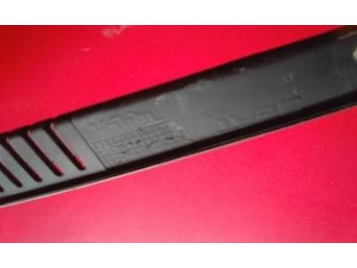 Seat Ibiza II 6K1 - Grelha do curcuvan direita