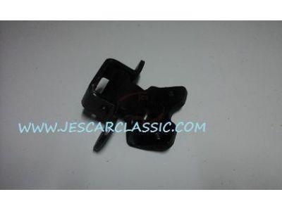 Nissan 100A - Dobradiça da porta inferior direita